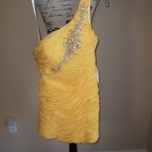 PARTY TIME FORMALS DAFFODIL PROM DRESS SIZE 2